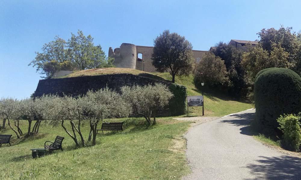 Promenade autour du chateau de Gréoux les Bains